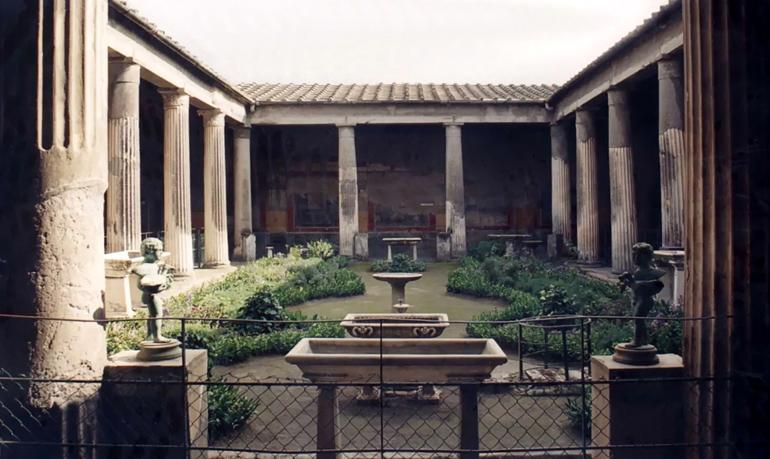 Peristilio-domus-Pompei